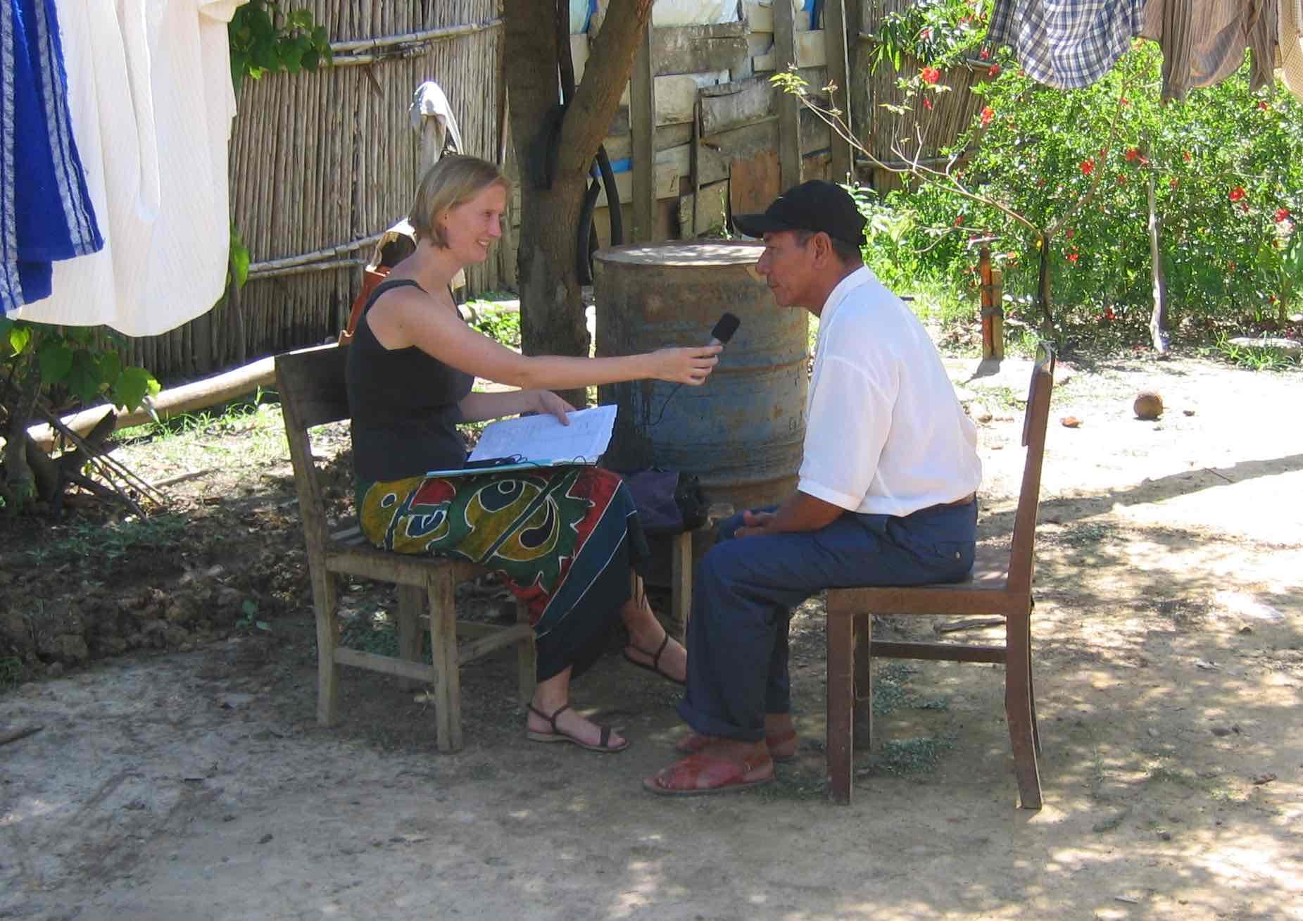 Séance de collecte de données du mojeño trinitario de Françoise Rose auprès de Leonardo Jou Ichu, le 22 octobre 2005 à Trinidad en Bolivie